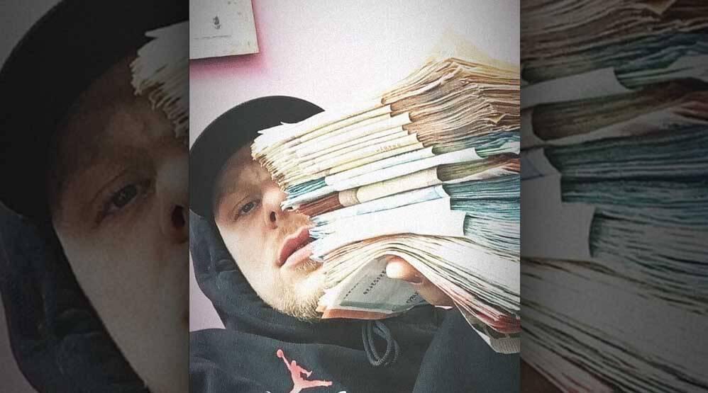 Bonez MC verrät, wie viel er momentan auf seinem Konto hat ...
