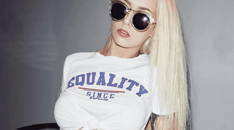 Pornostar Lucy Cat schenkt deutschem Rapper Nacktfotos