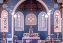 Irischer Priester spielt unabsichtlich Rap-Musik während eines Livestreams ab