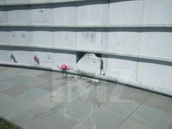 Vandalismus auf Pop Smokes Grab